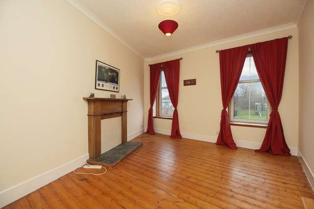 2 Bedrooms Flat for sale in Main Street, Stenhousemuir, Falkirk, Stirlingshire, FK5 3JY