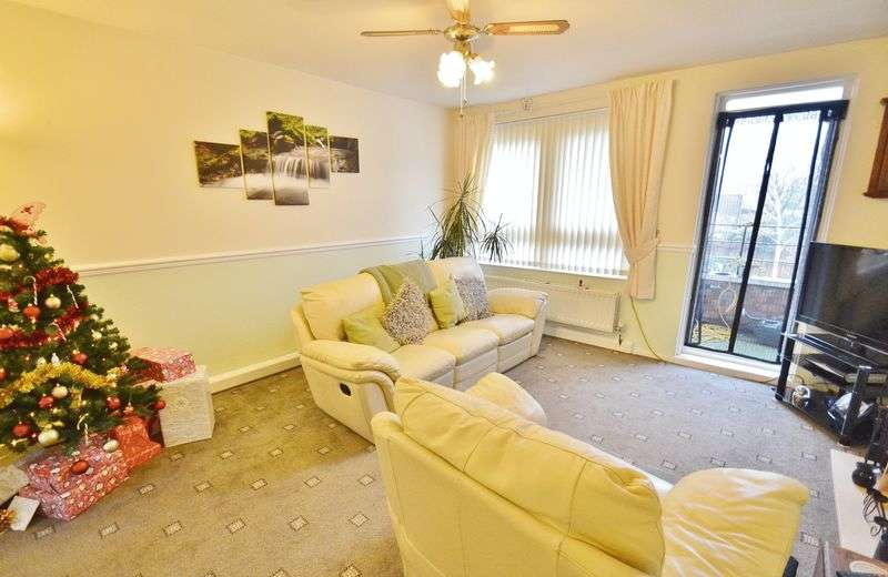 2 Bedrooms Flat for sale in Dickens Road, Manchester