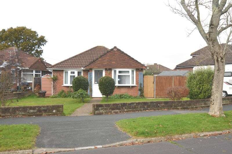 2 Bedrooms Detached Bungalow for sale in Queens Crescent, Stubbington, Fareham