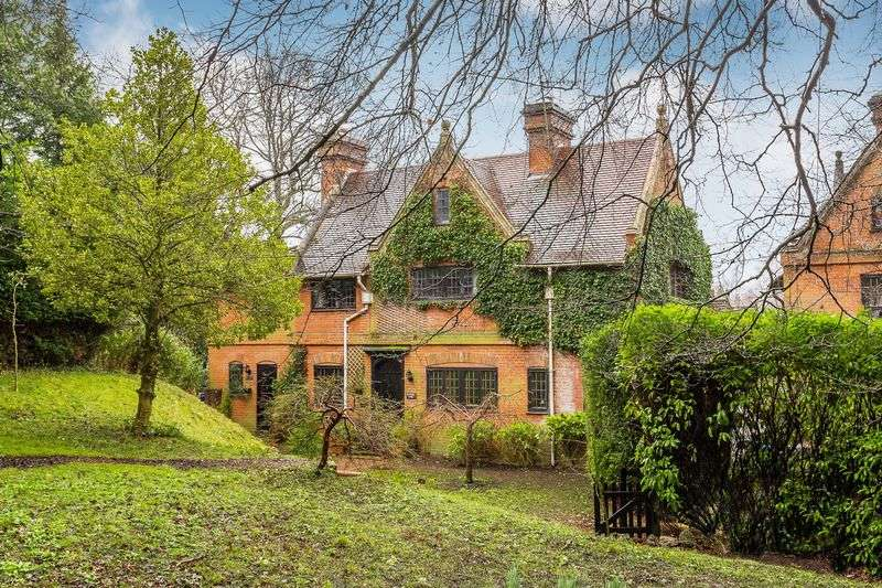 5 Bedrooms Detached House for sale in The Conduit, Bletchingley
