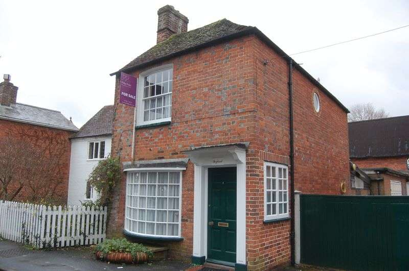 2 Bedrooms Detached House for sale in The Dean, Alresford