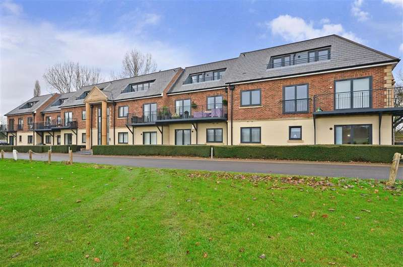 3 Bedrooms Apartment Flat for sale in Abridge Road, Chigwell, Essex