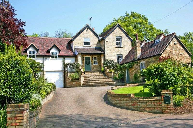 4 Bedrooms Detached House for sale in Wormley West End, Nr Broxbourne, Herts