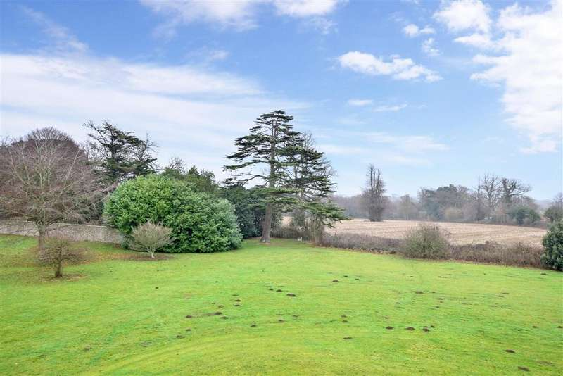 2 Bedrooms Apartment Flat for sale in Aldingbourne Drive, Crockerhill, Chichester, West Sussex