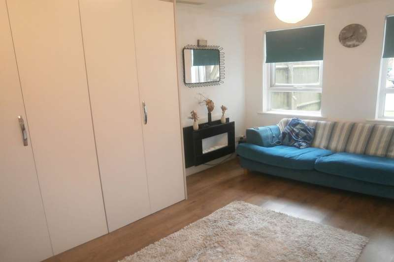 Flat for sale in Helm Close, Nottingham, NG6
