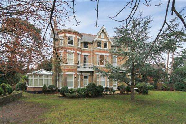 2 Bedrooms Flat for sale in Manor Road, Bournemouth, Bournemouth