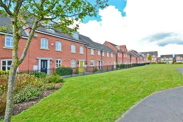 3 Bedrooms Terraced House for sale in Jennings Park Avenue, Abram