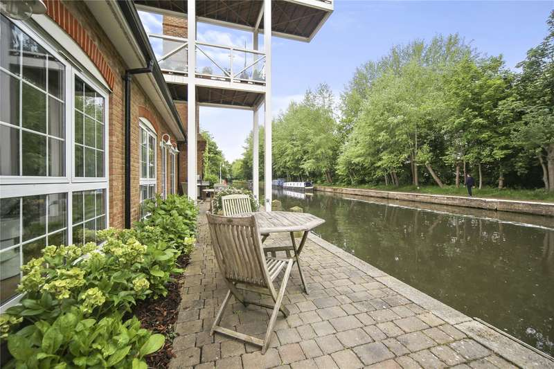 2 Bedrooms Flat for sale in The Mill, Whittets Ait, Weybridge, Surrey, KT13