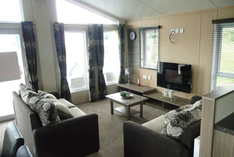 2 Bedrooms Mobile Home for sale in Delta Desire, Seawick Holiday Park CO16 8SG