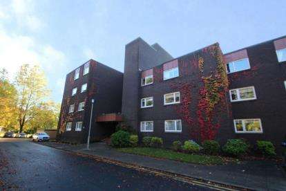 3 Bedrooms Flat for sale in Barcapel Avenue, Newton Mearns, East Renfrewshire