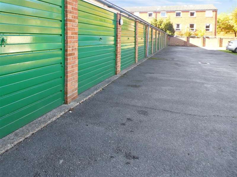 2 Bedrooms Apartment Flat for sale in Blount Road, Portsmouth, Hampshire