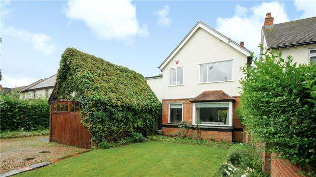 4 Bedrooms Detached House for sale in Straight Road, Old Windsor, Windsor