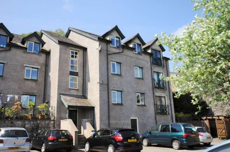 2 Bedrooms Flat for sale in Fellside Court