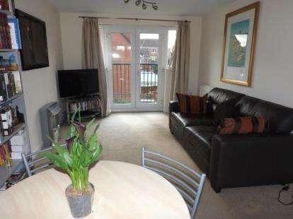 2 Bedrooms Flat for sale in Bonneville Close, Tipton, West Midlands