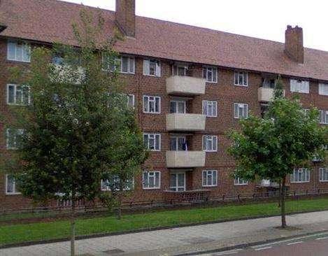 2 Bedrooms Flat for sale in Elmington Estate, London SE5