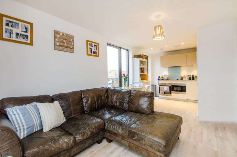 2 Bedrooms Flat for sale in Hastings Road, Canning Town, E16