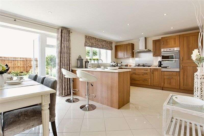 5 Bedrooms Detached House for sale in Bramble Chase, Honeybourne, Worcestershire, WR11 7XR