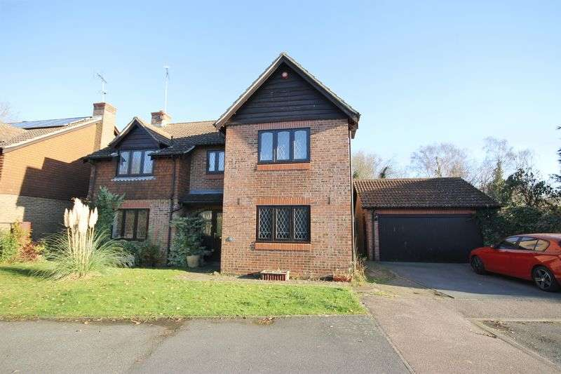 5 Bedrooms Detached House for sale in Woodgate Meadow, Plumpton Green, East Sussex