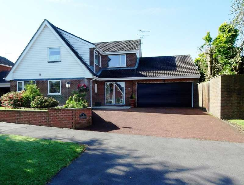 4 Bedrooms Detached House for sale in Halifax Close, Meir Park, ST3 7RQ