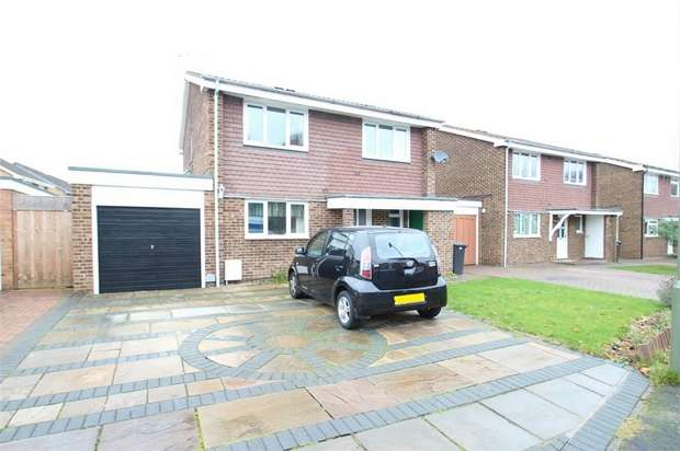 4 Bedrooms Detached House for sale in Martindale Road, WOKING, Surrey