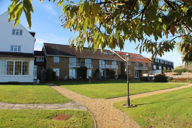 2 Bedrooms Flat for sale in Hamble Manor, Green Lane