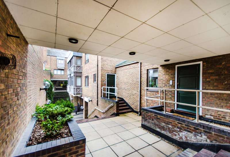 1 Bedroom Flat for sale in Cumberland Mills Square, Isle Of Dogs, E14