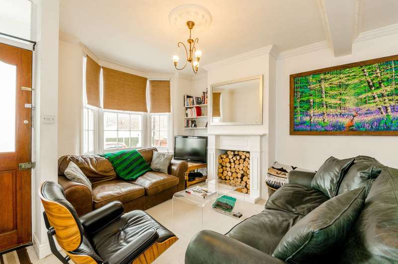 2 Bedrooms House for sale in Alfred Road, Buckhurst Hill, IG9