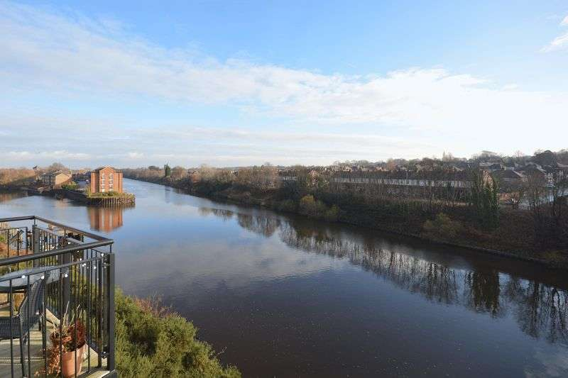 2 Bedrooms Flat for sale in Emperor Court, Walton Locks, Warrington