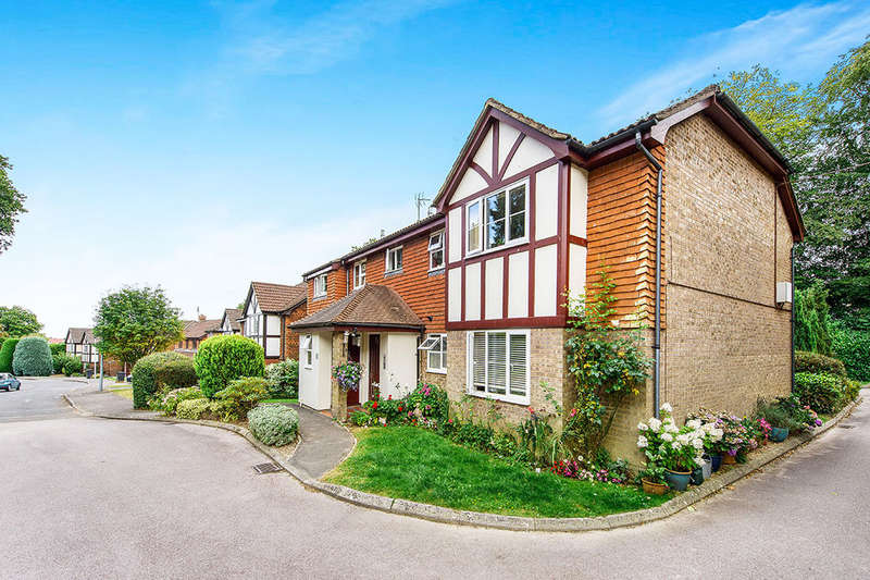 2 Bedrooms Flat for sale in The Meadows Graycoats Drive, Crowborough, TN6