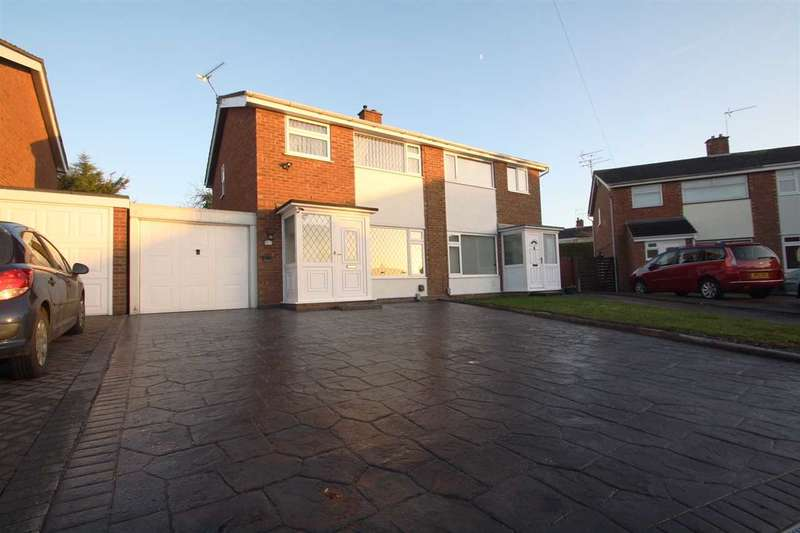 3 Bedrooms Semi Detached House for sale in Kempton Close, Ipswich