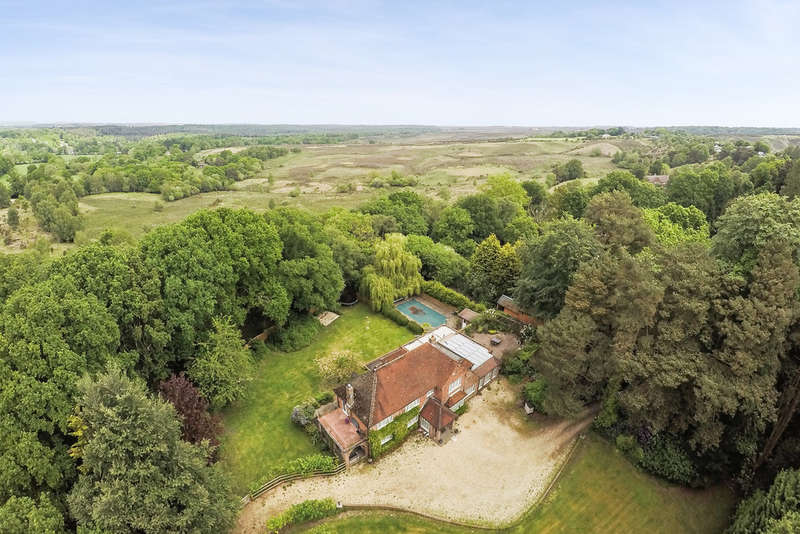 4 Bedrooms Detached House for sale in Picket Hill, Ringwood, Hampshire