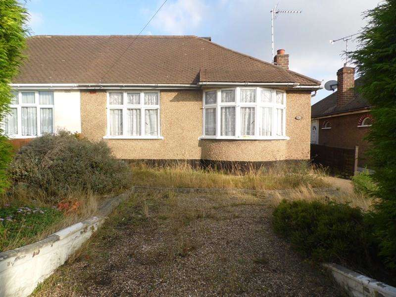 2 Bedrooms Semi Detached Bungalow for sale in Chelmer Avenue, Rayleigh