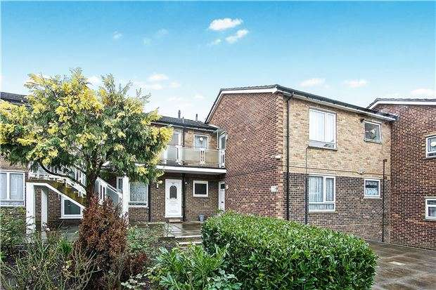 2 Bedrooms Flat for sale in Kenwood Court, Elmwood Crescent, KINGSBURY, NW9 9AB