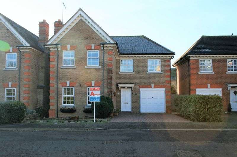4 Bedrooms Detached House for sale in Caxton Way, Romford