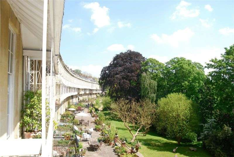 2 Bedrooms Flat for sale in Cornwallis Crescent, Bristol