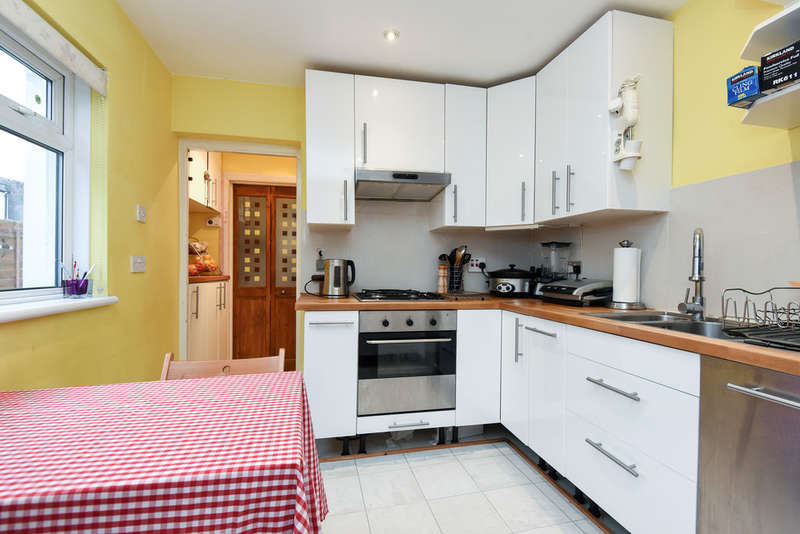 2 Bedrooms Ground Flat for sale in Marion Road