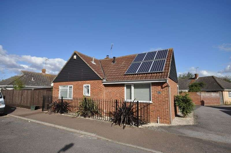 3 Bedrooms Detached Bungalow for sale in Woodfield Drive, West Mersea, Essex