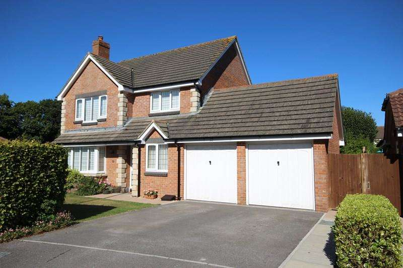 4 Bedrooms Detached House for sale in Antler Drive, New Milton