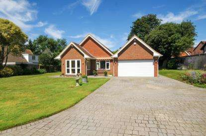 3 Bedrooms Detached House for sale in Little Redlands, Chislehurst Road, Bromley
