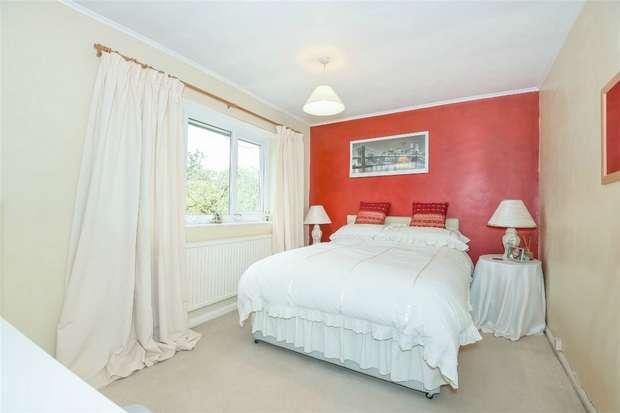 3 Bedrooms Terraced House for sale in Phoenix Avenue, Wokingham, Berkshire