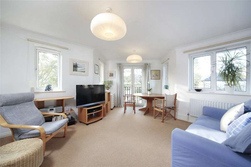 2 Bedrooms Flat for sale in Rimini Court, St James's Drive, London, SW12