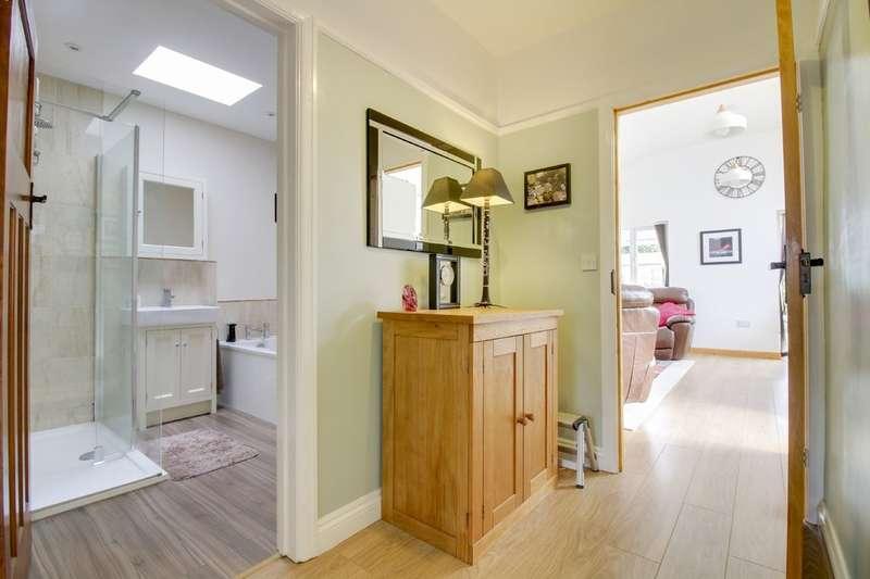 3 Bedrooms Semi Detached Bungalow for sale in New Park Crescent, Kingsteignton