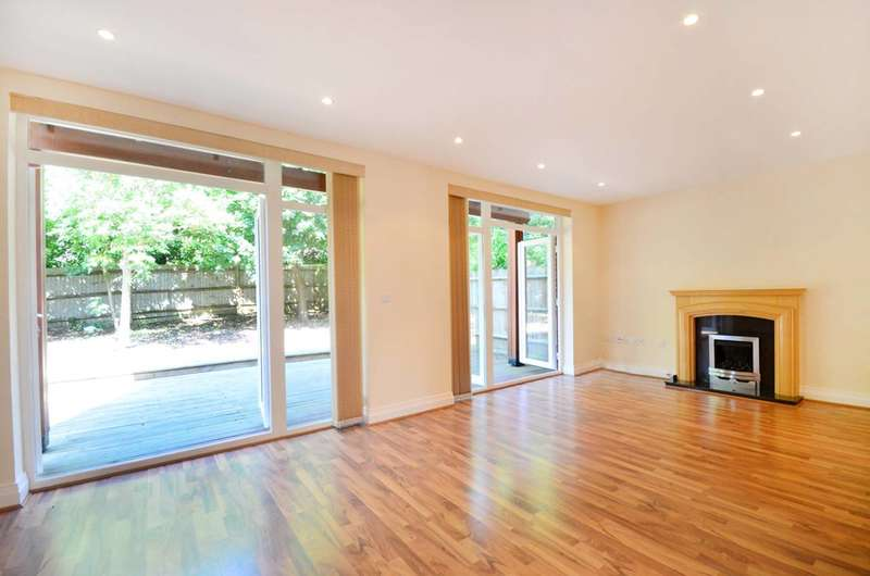 4 Bedrooms House for sale in Princess Mary Close, Queen Elizabeth Park, GU2