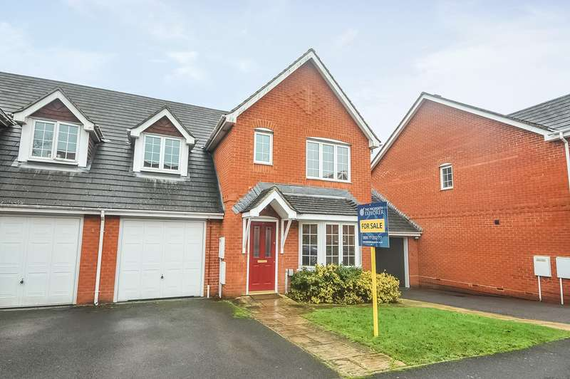 3 Bedrooms Semi Detached House for sale in Highpath Way, Park Village, Basingstoke, RG24