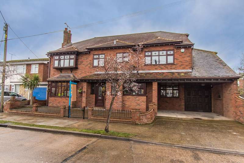 5 Bedrooms Detached House for sale in Southwick Road, Canvey Island, SS8