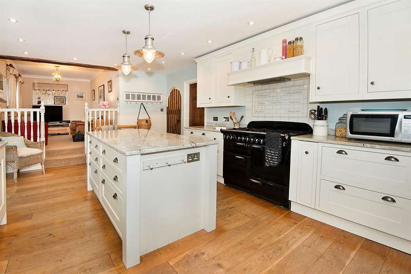 5 Bedrooms Detached House for sale in Bayview Road, Whitstable
