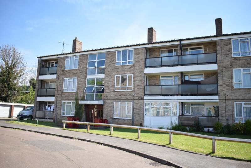 2 Bedrooms Flat for sale in Langley - Close to train station