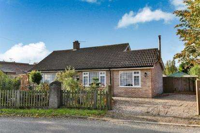 3 Bedrooms Bungalow for sale in Thurlton, Norwich, Norfolk