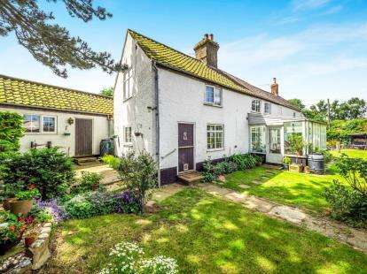 3 Bedrooms Detached House for sale in Worstead, North Walsham, Norfolk