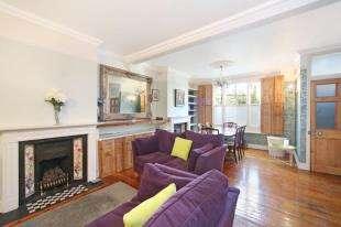 3 Bedrooms Terraced House for sale in Robertson Street, Battersea, London